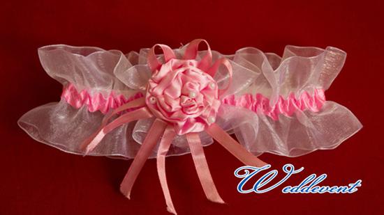 Подвязка невесты алого цвета