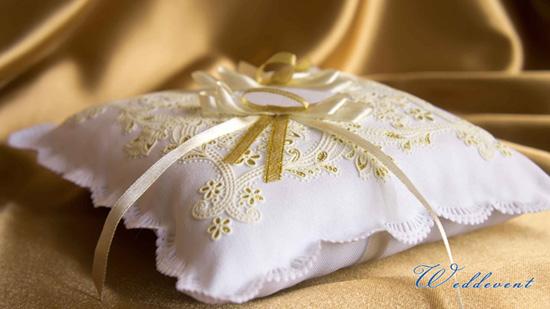 Подушечка для колец с вышивкой «Золото»