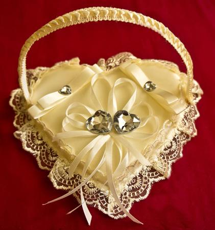 Корзинка для колец айвори «Сияние сердец»